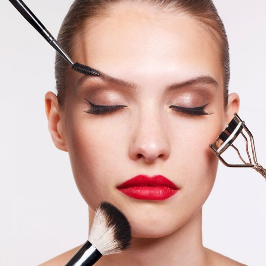 the-right-way-to-put-on-makeup-into-700_1